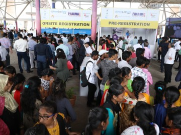Visitors at analytica Anacon India and India Lab Expo