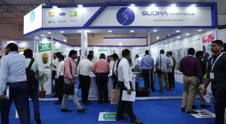 Trade visitors at analytica Anacon India & India Lab Expo